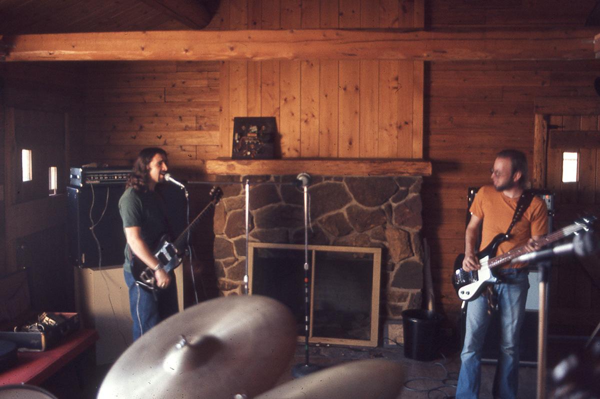 Band-in-Cabin-4-b
